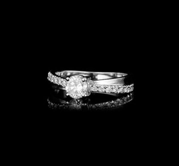 צילום תכשיטים רקע שחור